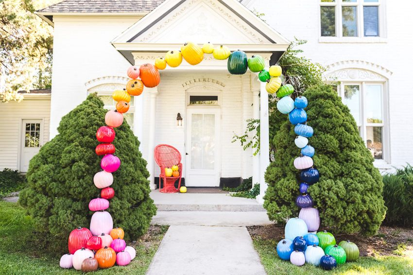 DIY Rainbow Pumpkin Arch to Jazz Up Entry of Your House for Halloween