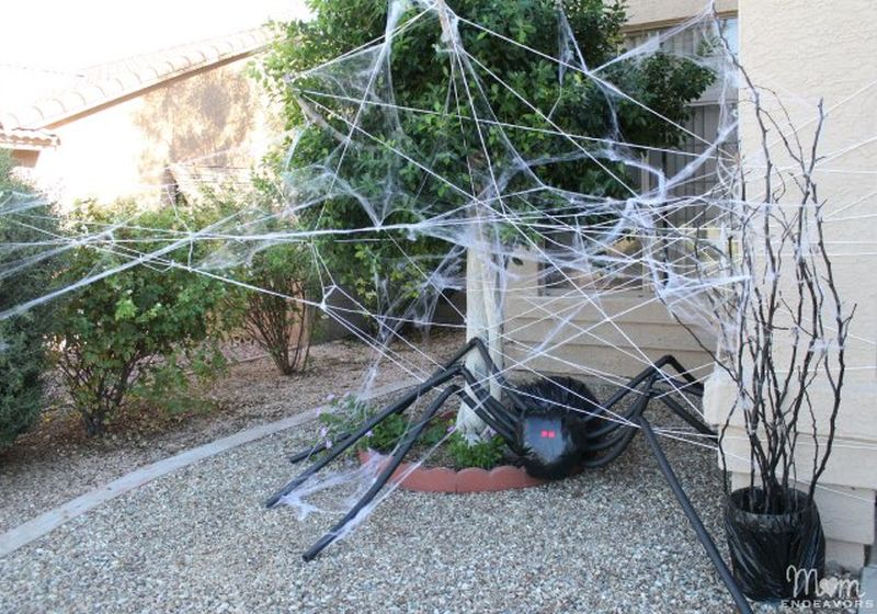DIY giant spider for Halloween