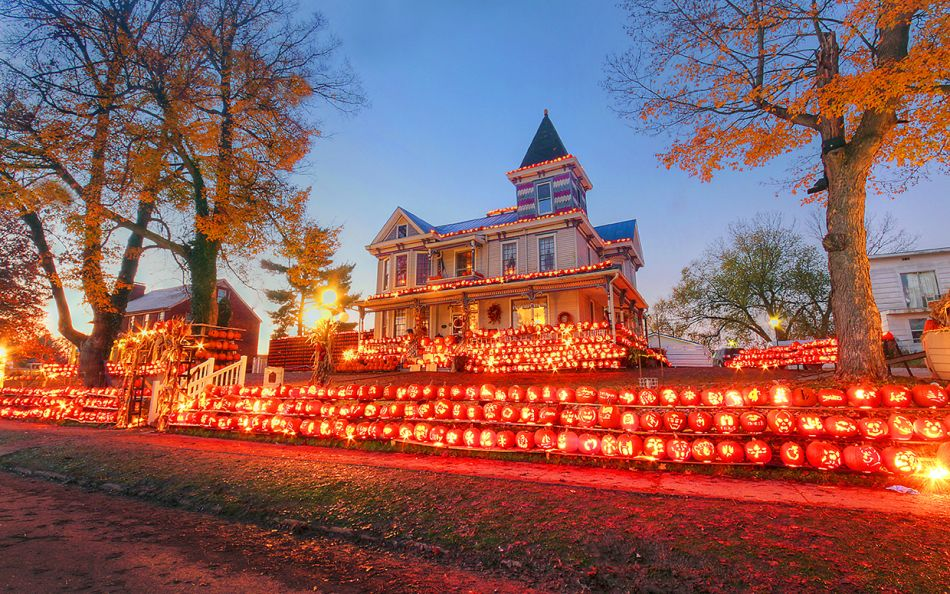 Kenova Pumpkin House Displays 3,000 Hand-carved Pumpkins Every Year