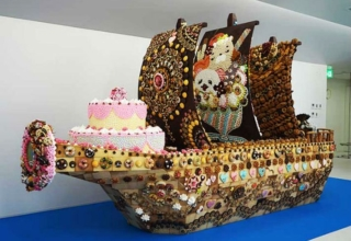Japanese Students Make Boat-Shaped Cake from Handmade Sweets