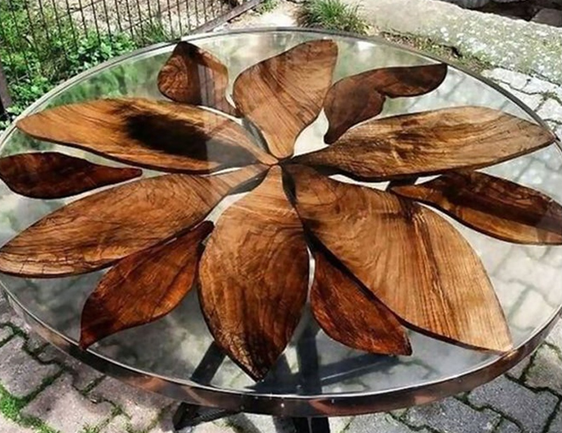 Circle Transparent River Table by LegendEpoxy