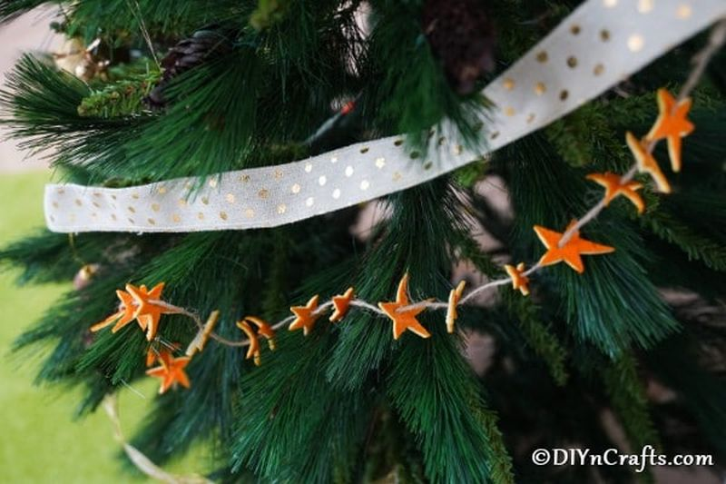 DIY Christmas garland ideas from orange peels