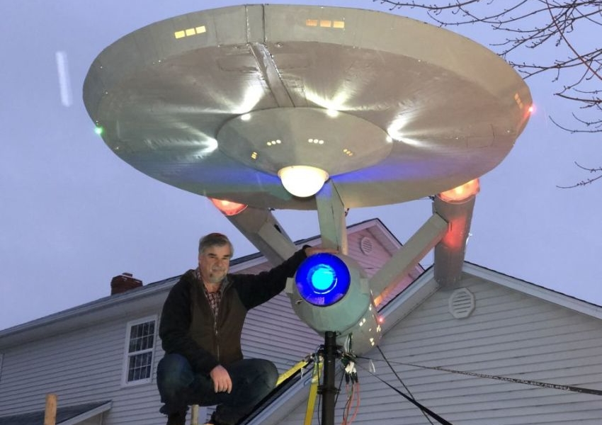 Moncton Builds Starship Enterprise Replica for Christmas Display