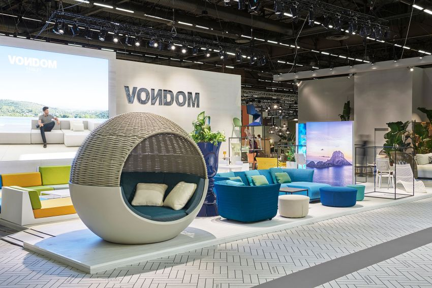 Vondom Presents ULM Moon Daybed at Maison&Objet 2020