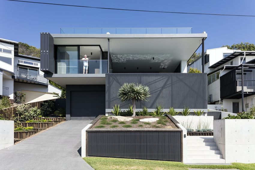 Barra Cres House in Australia Features a Moving Façade to Control Sunlight