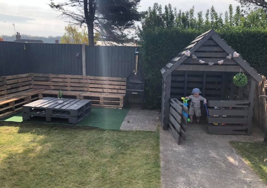 Man Builds Sturdy and Nice Looking Garden furniture from Salvaged Pallets