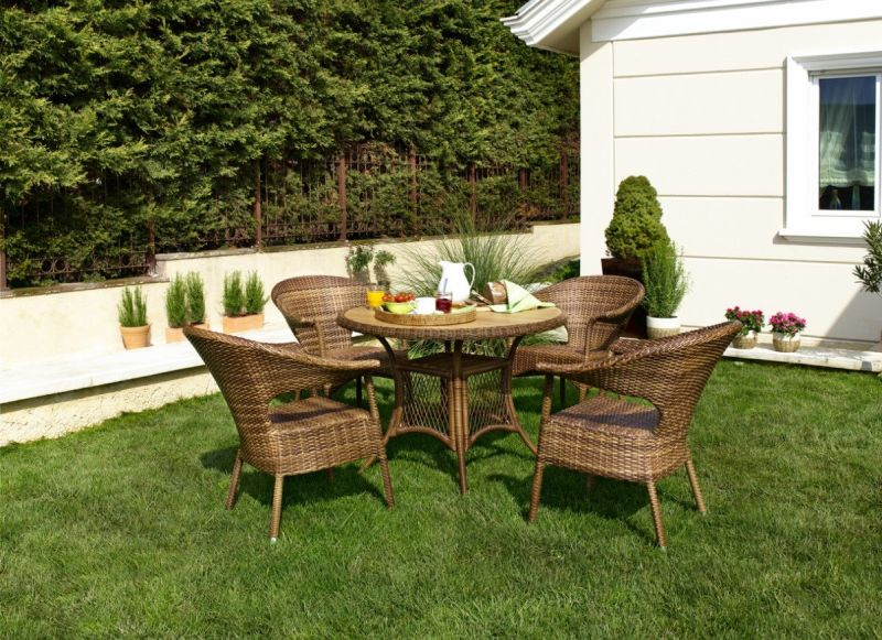 Dos and Don'ts of Cleaning Patio Furniture