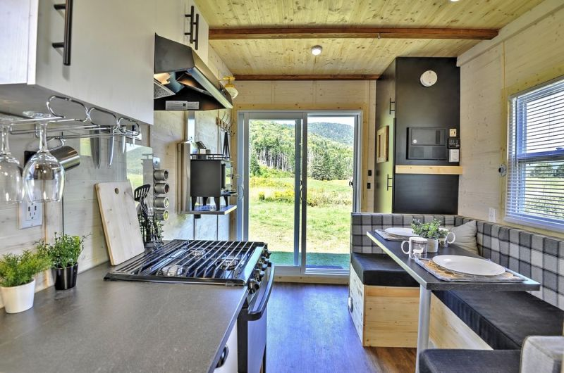 Experience Outdoors Up-Close with Mobile Houses by Free Chalets