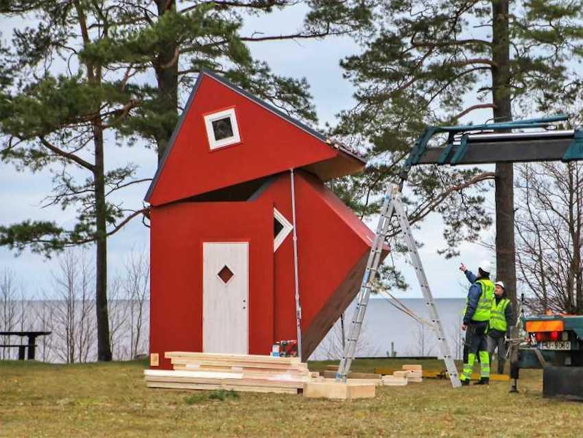 Brette Haus' Foldable Off-Grid Prefab Home for Nomadic Living