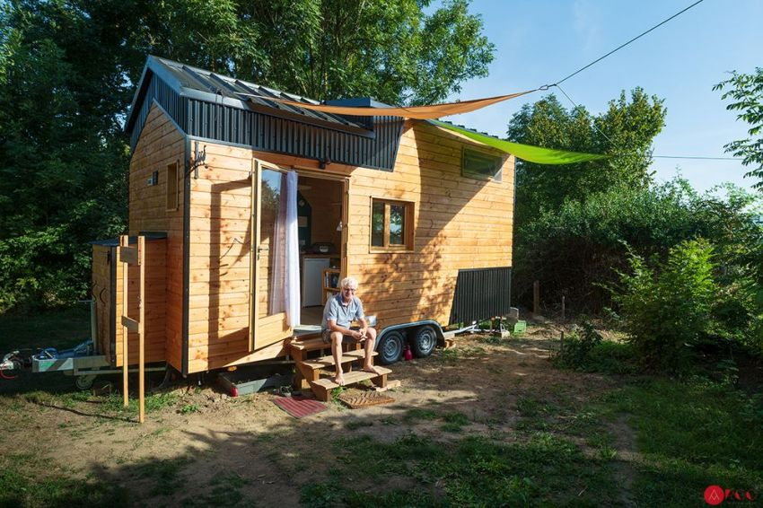French tiny house maker Optinid has newly built a 6-meter tiny house with a tailor-made layout for an old-age person named Laurent