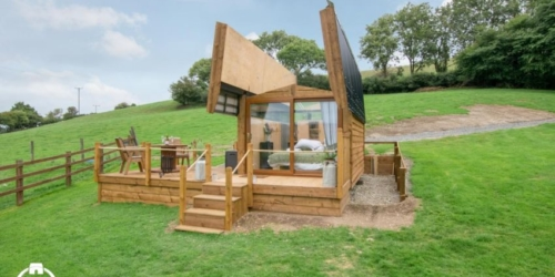 Sky Hut in West Wales Features a Retractable Roof