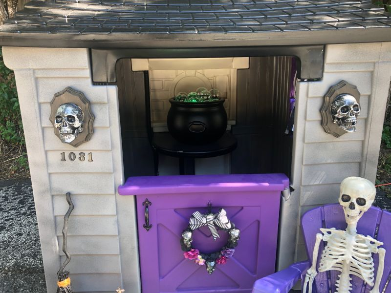 Wisconsin Couple's Spooky Playhouse Makeover Takes Internet by Storm_1