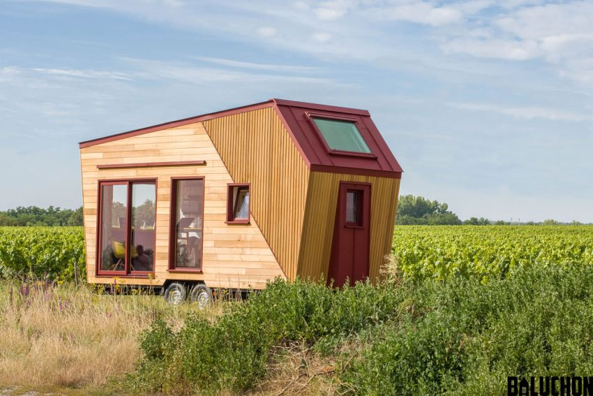 This contemporary style tiny home is the latest creation from the French tiny house builder Baluchon for Patricia and Jean-François.