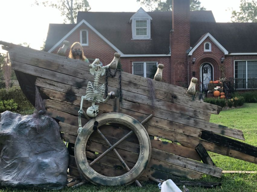 John Rice and his 14-years-old daughter Cameron Rice have handmade a shipwreck Halloween display