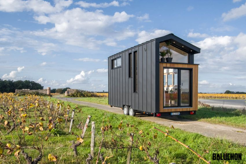 Baluchon Builds Tiny house Ala Köl for Nina and Guillaume