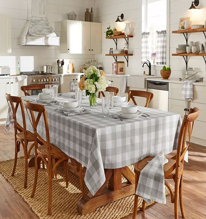 15+ Best Tablecloth Ideas for Thanksgiving