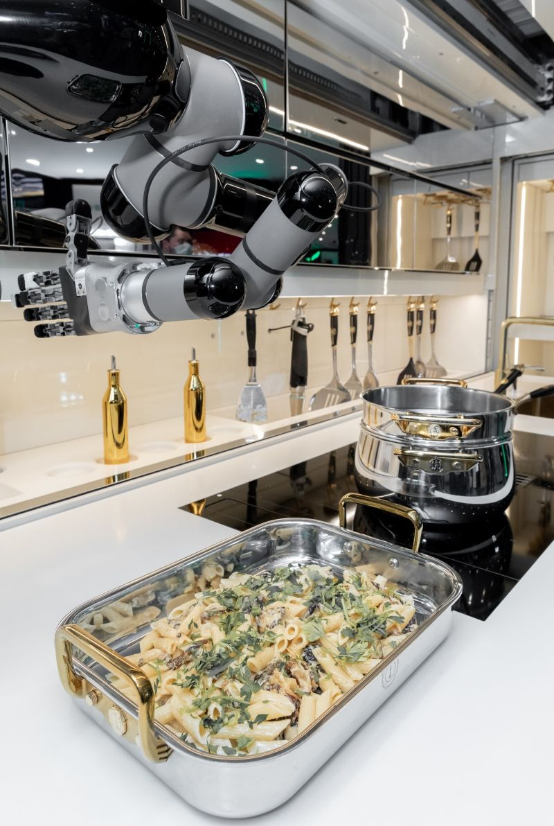 Moley Robotic Kitchen can Cook Food on the Touch of a Button