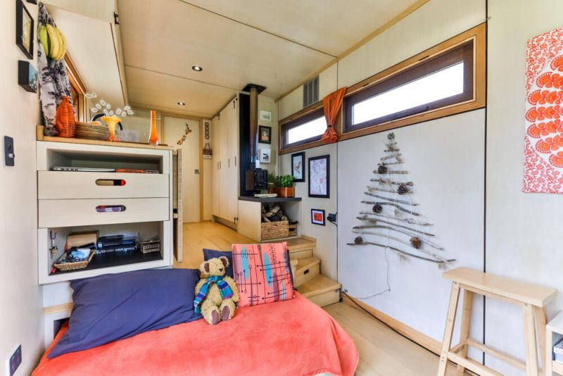 Woman Custom Builds Off-Grid Tiny House Truck to Explore New Zealand