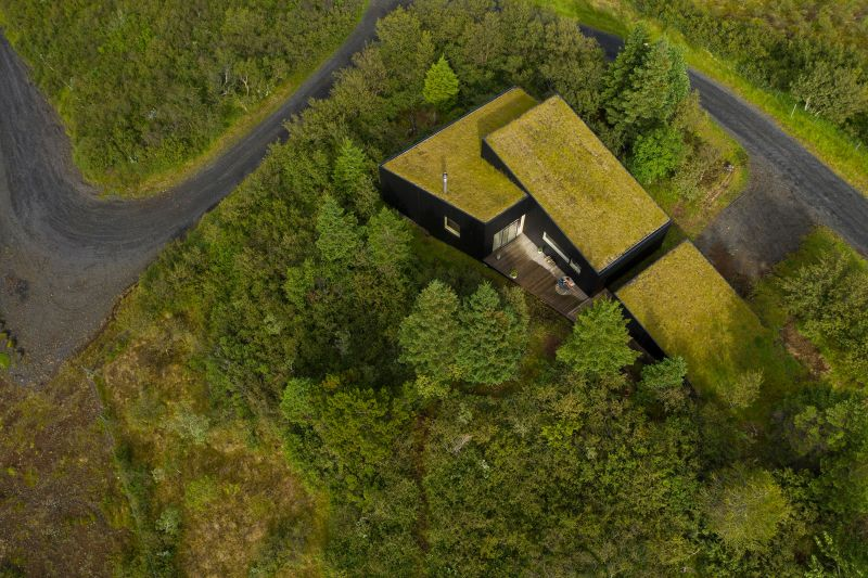 Thingvallavatn House in Iceland Features Green Roof to Adapt with Natural Surroundings