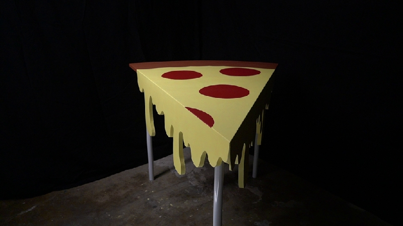 This DIY Giant Pizza Table can be Made in 13 Easy Steps