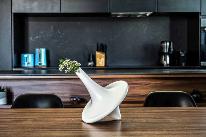 Mousarris Studio Svoura Flower Vase that Looks Like Spinning Top Toy