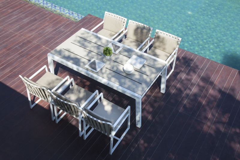 MAMAGREEN BAIA Dining Table Extends to Accommodate 12 People
