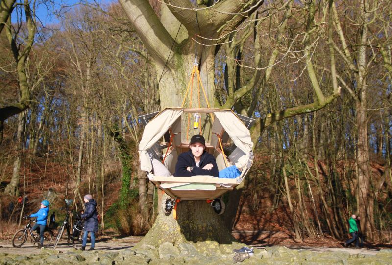 Student Designer comes up with Unique Portable Treehouse