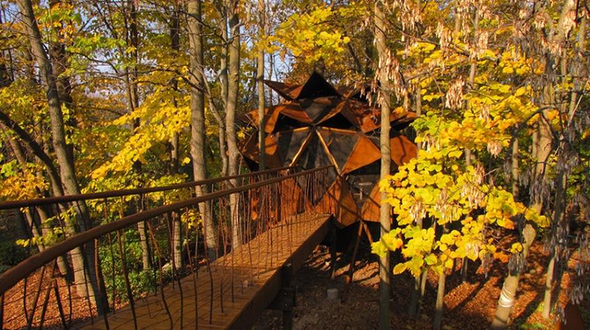 O2 Treehouse Transforms Junkie Backyard into a Copper Nest