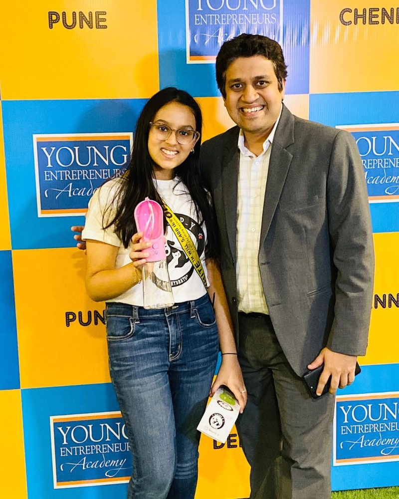Mumbai Girl Dia Designs Slurrp-Y Bottle for Pets to Keep Them Hydrated