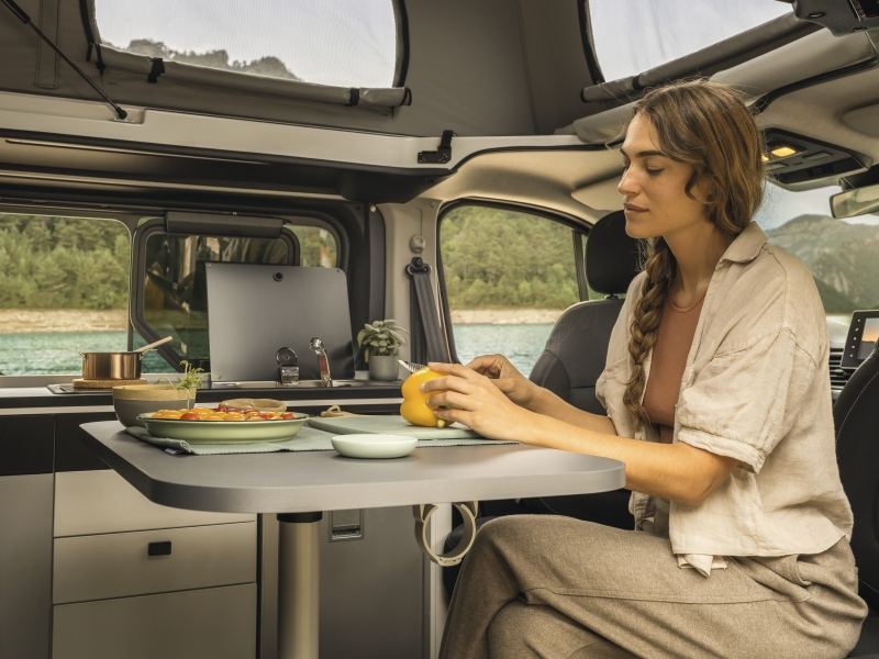 Renault SpaceNomad Comes With a Pop-off Roof, Two Beds, and Full Kitchen